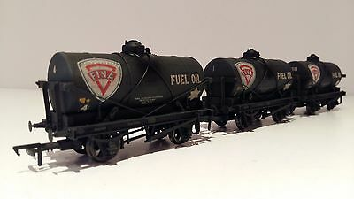 BACHMANN 37-671 FINA 14t TANK WAGONS SET of 3 + WEATHERED OO GAUGE SUPERB BOXED
