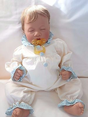 "Lee Middleton ""Wee One"" 19"" doll with COA, WHT  LE #4673/5000"