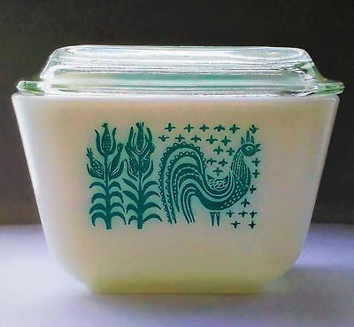 Vintage Pyrex Amish Butterprint refrigerator dish with lid #501- 1 1/2 cup