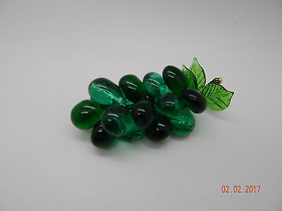 Bunch of Glass Grapes! Decorative!! Great gift idea!!!! Green!!!