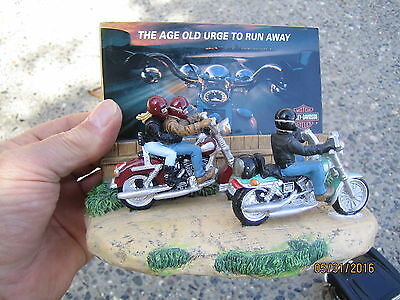 harley -davidson  figurine set    / and corvette model car