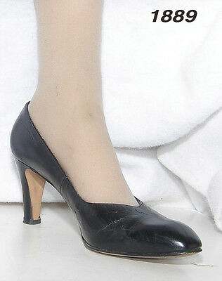 CLOSE OUT * Womens size 9AA Red Cross  black leather vintage pumps Good Vintage