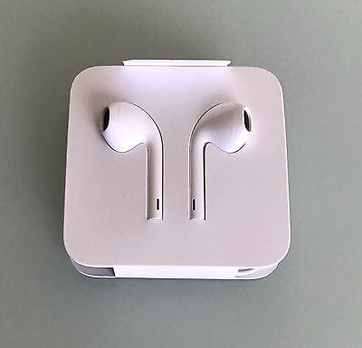 Genuine Apple EarPods with lightening connector for iPhone 7, 6s, 6, 5s and 5