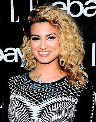 TORI KELLY SIGNED 10x8 PHOTO - Unbreakable Smile