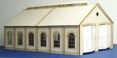 double track engine shed with round windows  - LCC B 00-10
