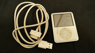 "Apple iPod Nano 3rd Generation A1236 4GB ""Working"" 399 SONGS!!!"