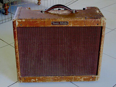 1959 Fender Vibrolux Tweed Amp beat but really sweet !