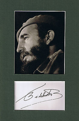 Fidel Castro, Sheet of paper hand signed