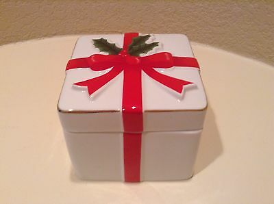 Ceramic White With Red Christmas Bow Trinket Box