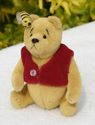 Winnie the Pooh Miniature Bear with Bees Ltd Ed Brand New boxed with certificate