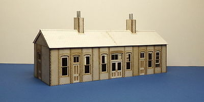 O gauge (7 mm) Early 20th century country Railway Station  - LCC B 70-21
