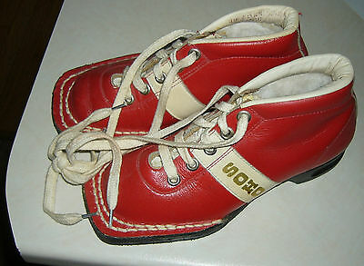 vintage SOHO Childrens cross country ski boots ,3 pin, 80s era childrens sz 11