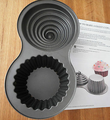 WILTON Giant Cupcake Cake Pan in Excellent Condition with printed instructions