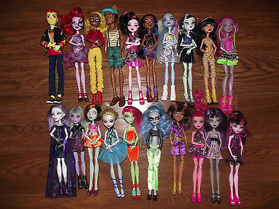Monster High dolls bundle all dressed with shoes