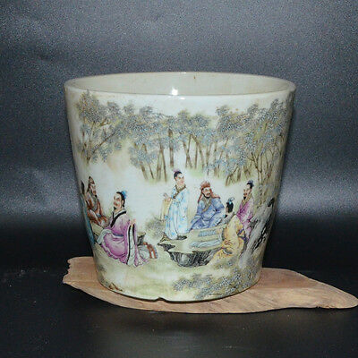 A Beautiful Chinese Famille-Rose Porcelain Brush Pot  With Figure Pattern