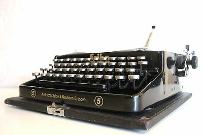 Antique Erika Typewriter *** Excellent Condition *** Comes with Case ***