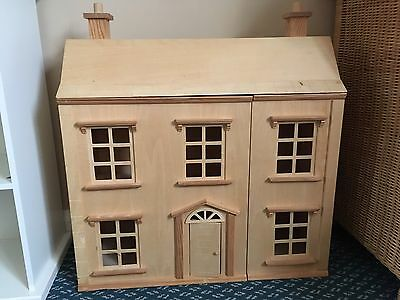 Wooden dolls House With A Wooden Family Of 5 Figures & Furniture