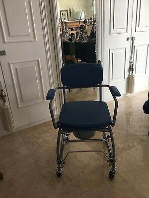 Chaise Percee Sur 4 Roues Neuf