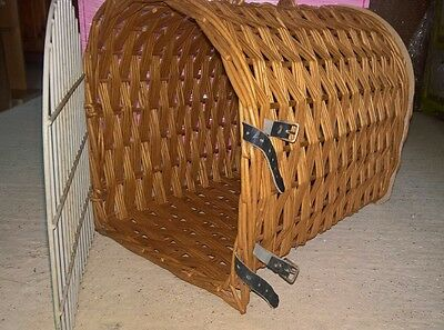Cat/small dog wicker basket/carrier- collection only