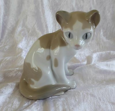 Early Nao Kitten / Cat With Bow