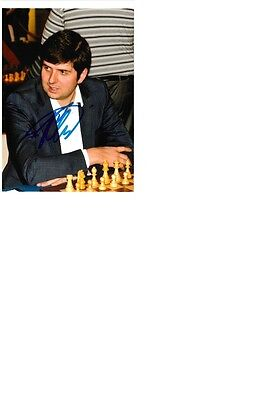 Chess grandmaster and 5 Chess Olympiad Gold Peter Svidler signed 10x15 photo.