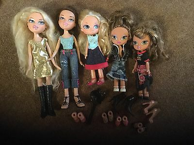 5 Bratz Dolls And Small Bratz Mixed