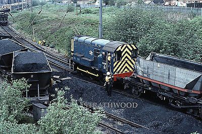 ORIGINAL Class 08 08297 cleans up the mess at Wigan on 1.6.83 Railway Slide