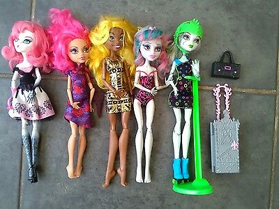 Monster High Bundle of 5 Dolls and accessories