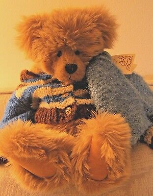 Adorable Sue Newlin original handcrafted bear with tag