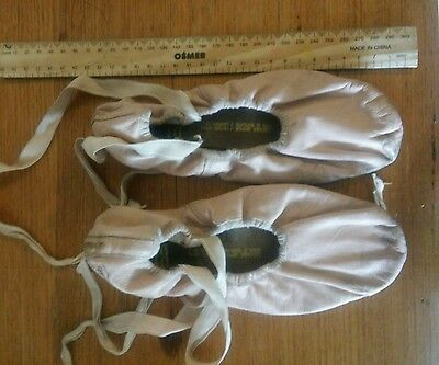 Bloch ballet shoes with ribbons sz 5  Approx 23cm.