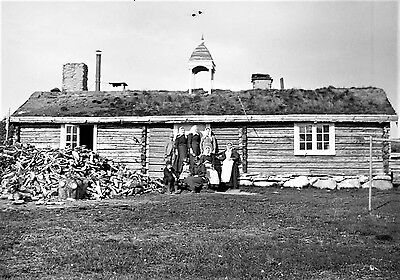 PHOTOGRAPHIC GLASS NEGATIVE FARMERS WOOD CABIN NORWAY c1900 IMAGE