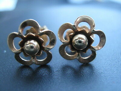 With Full British Hallmarks 1980  9Ct Yellow Gold Flower Earrings  Post Back