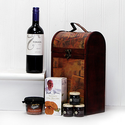 The Clarendon Vintage Style Chest Hamper with Tonada Red Wine