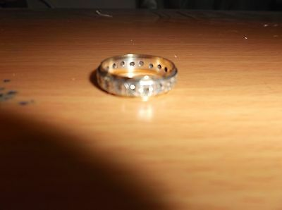 A 9ct Gold and Silver Eternity Ring M1/2