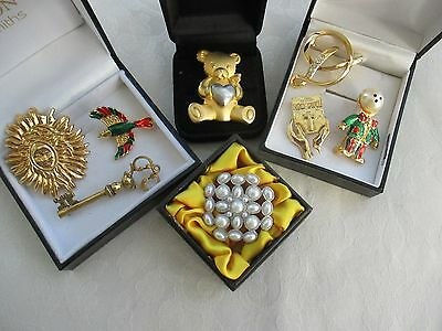 A Job Lot Of Vintage & Modern Costume Brooches