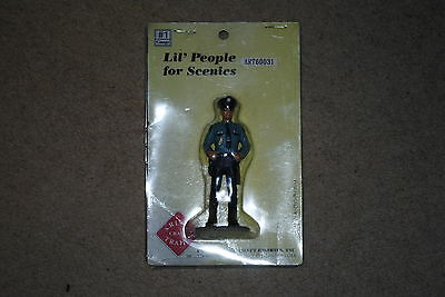 #1 Gauge Lil' People for Scenics, ART60031 American Policeman, unopened