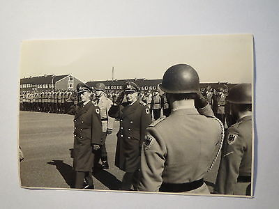 Bundeswehr - angetretene Soldaten in Uniform - General ? 1968 / Foto