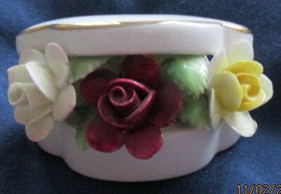 Royal Doulton Porcelain Floral Posy in Shaped Clam Box