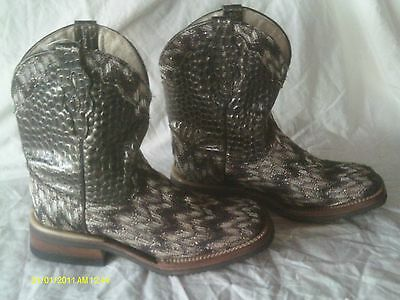 FERRINI COWBOY BOOTS,COWGIRL,size 6 1/2 B, LEATHER with BLINGY STITCHING western