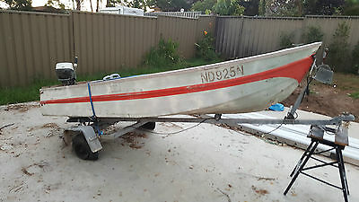 3.5m (12ft) Aluminium fishing boat with trailer - Topper - Tinnie
