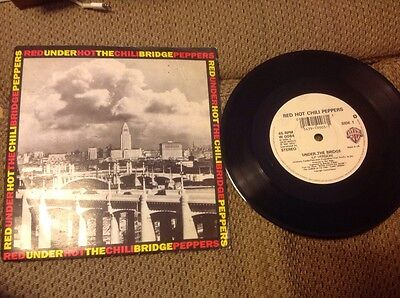 """Red Hot Chili Peppers Under the Bridge 7"""" vinyl rock 45rpm W0084"""