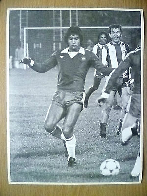 Press Photo-1981 WC Qualifying CHILE v PARAGUAY;R Valenzuela in Action to Goal