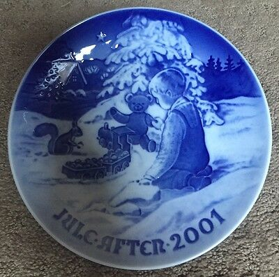 """Bing and Grondahl Christmas Plate - 2001 """"Playing in the Snow"""""""