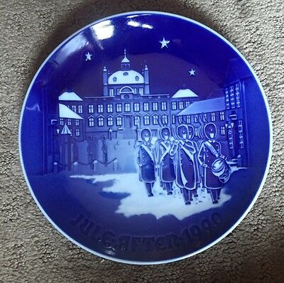 """Bing and Grondahl Christmas Plate - 1990 """"Changing Of The Guard"""""""