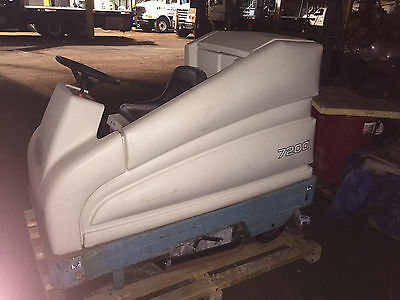 """Tennant 7200 Automatic 36"""" Ride On Floor Scrubber In Great Shape Make An Offer"""