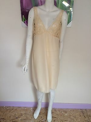 VGE 1960s NYLON + LACE SLIP DRESS SIZE 14 PEACH