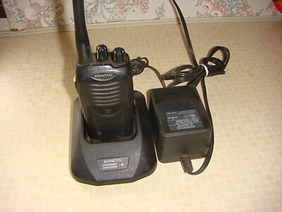 KENWOOD TK-2160 VHF PORTABLE RADIO 136-174MHz 5W 16Ch WITH CHARGER