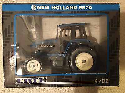 ERTL New Holland  8670 Tractor 1.32  Scale Ref313