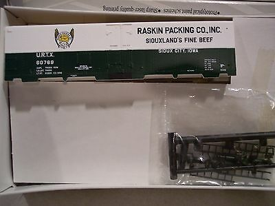Walthers - HO Scale Raskin Packing Co. 40' Meat Reefer Building Kit - URTX60769