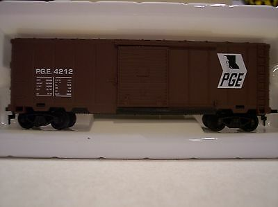 Bachmann - HO Scale Pacific Great Eastern 40' Box Car - PGE4212
